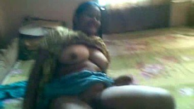 Desi Aunty exposed her melon boobs on demand