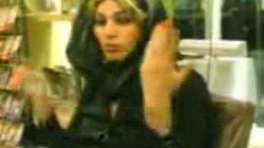Arabian Aunty Daring Boobs Show in Public Place