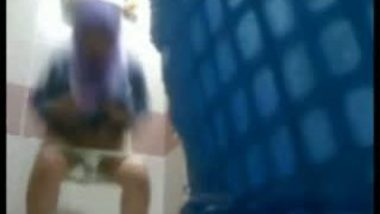 Innocent teen free porn peeing bathroom video