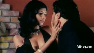 Hot Bollywood Smooch – FSIBlog.com