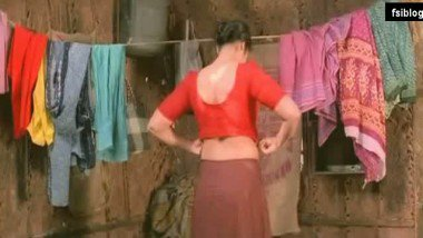 Meena Hot Midriff Show off and Saree Dress Up – FSIBlog.com