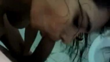 Bengaluru Girlfriend Gives Amazing Blowjob After Bath