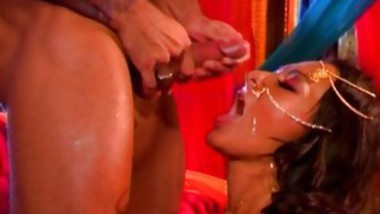 A Queen Gets A Very Hot Facial As A Gift
