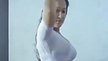 Sexy South Indian Milf Ass in wet saree