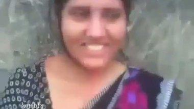 Indian hot aunty having outdoor sex