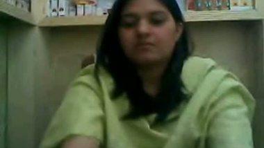 Indian medicine shop bhabhi masturbation on cam
