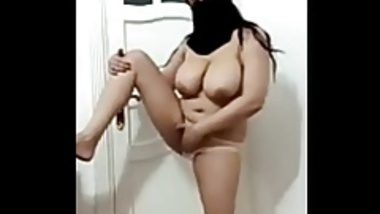 Indian Aunty showing her Body