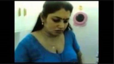 Sexy Tamil TV Anchor's Erotic MMS