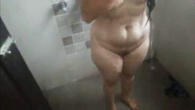 Bathing Video Of Sexy Indian Bhabhi In Green Petticoat