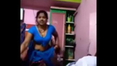Masturbating Video Of Indian Bhabhi In Blue Saree