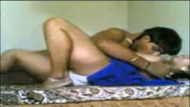 Sex MMS Of Homely Indian Aunty With Lover