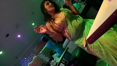 DESI LADY DANCE IN MUMBAI DANCEBAR