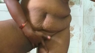 desi indian tamil telugu kannada malayalam hindi horny cheating wife wearing saree vanitha showing big boobs and shaved pussy press hard boobs press
