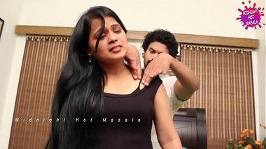hot lonely aunty romance with massage boy for money... -- Desi Midnight Videos -- MidNight Masala..