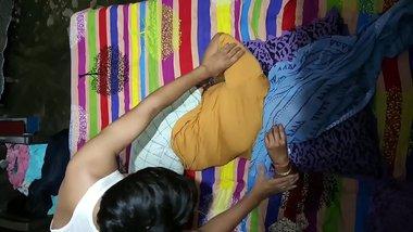 First Time Sex With My Aunt (Chachi) Ne Akele mai Bulaya Hindi