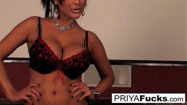 Fun in the sun with sexy Indian MILF Priya Rai